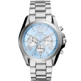 f8a72be6328 Relogio Michael Kors Prata Com Fundo Azul Claro - Relógios De Pulso ...