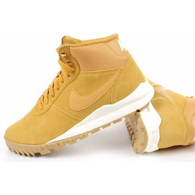 Bota Nike Hoodland