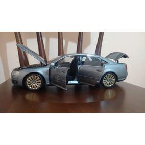 Miniatura Audi A8 W12 1:18 Kyosho