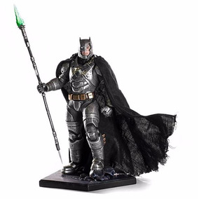 Battle Damaged Armored Batman 1/10 Art Scale Iron Studios