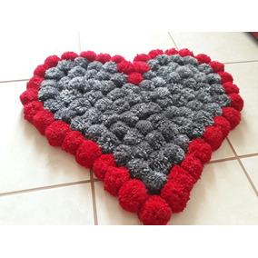Tapete De Pompom Em Lã My Heart. Formato Coração 60x56cm 148e2a21883