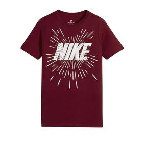 6866c28971 Camisa Nike Nsw Tee Space Block Vinho Infantil Original