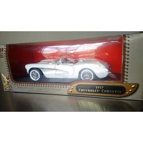 Chevrolet Corvette 1957 1/18 Road Signature