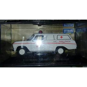Carrinho De Um Chevrolet Veraneio Ambulância