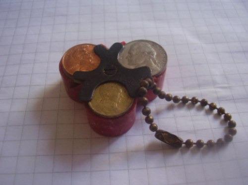 Imagen 1 de 3 de Antiguo Monedero Para Niqueles (baquelita) Rojo