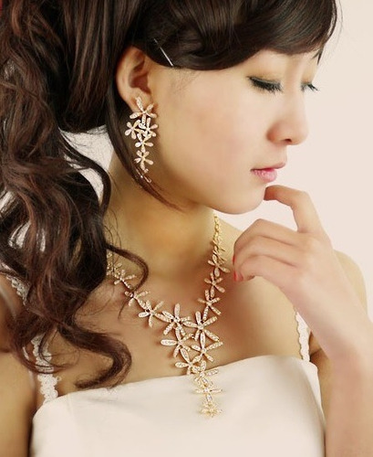 Collar Dorado Flores Con Cristales Fiesta Importado Nuevo
