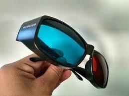 Óculos 3d Com Oito Pedrinhas De Ouro Com Pouco Tempo Usado