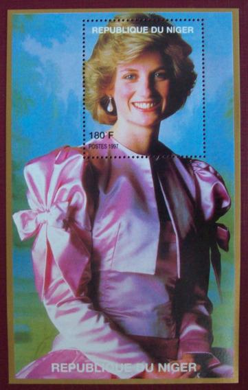 Tema Personalidades, Niger - Princesa Diana Vest Rosa L2775
