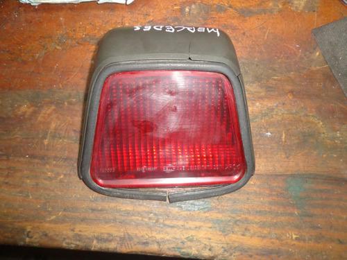 Imagen 1 de 2 de Vendo Tercera Luz De Mercedes Benz, Modelo E320, Año 1997