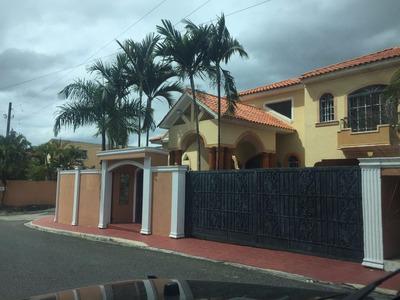 Magestuosa Casa En Arroyo Hondo