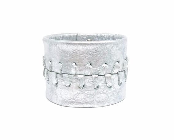 Bracelete Couro Prata Metalizado