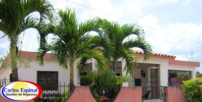 Casa Amplia De Venta En Higuey, República Dominicana