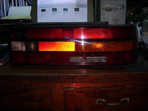 Imagen 1 de 2 de Lampara Trasera Derecha De Lexus Es300,año 1993