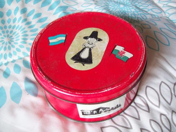 Lata De La Galesa. Torta Negra De La Patagonia.