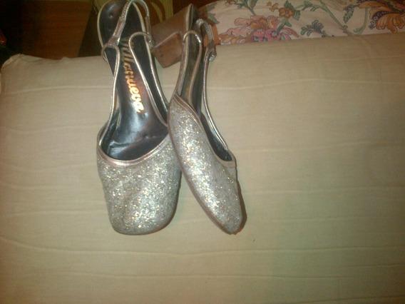 Zapatos Tipo Chatitas Con Brillos Y Un Poco De Taco 37