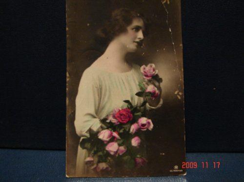 Tarjeta Postal Antigua. Mujer Con Flores . Año 1922.