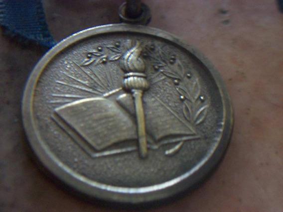 Antigua Medalla De Egresados Año 1966