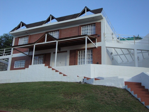 Casa En Carlos Paz, En Venta, Con Pileta Y Cancha De Padle
