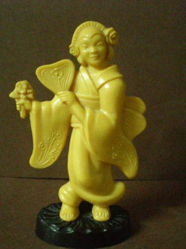 Antigua Estatuilla Oriental