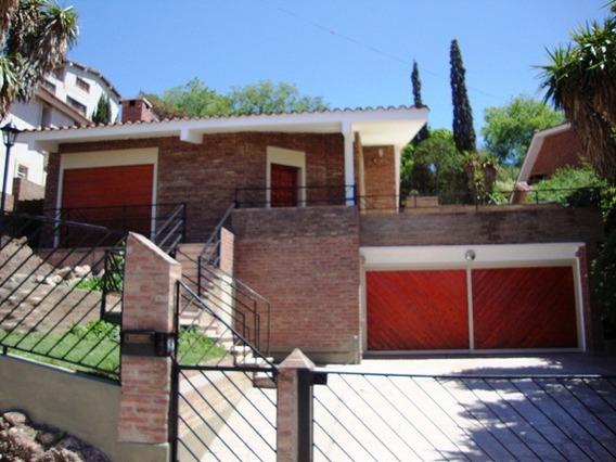 Casa En Carlos Paz, En Venta, Con Pileta, Llevada A Nueva,