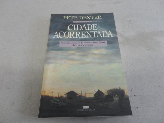 Livro A Cidade Acorrentada - Romance