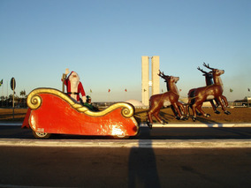 Trenó De Papai Noel Motorizado Com Carreta Para Transporte