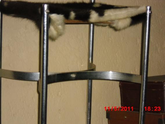 Linda Cadeira Assento Couro De Vaca- Design