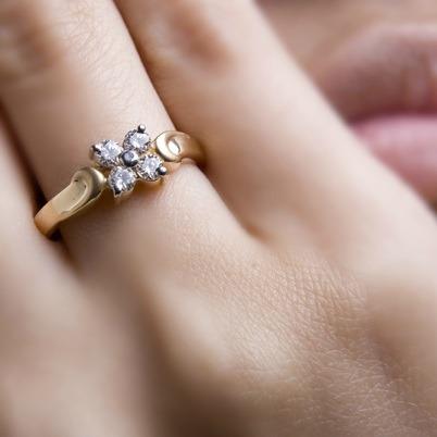 Anel Flor Solitário Em Ouro 18 K Mais Diamantes