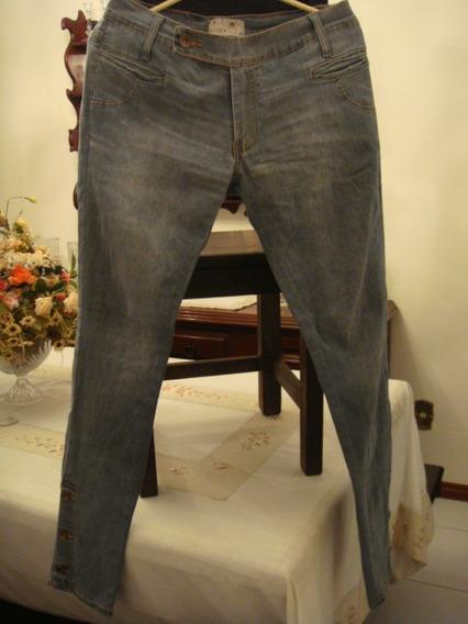 Calça Em Jeans Tam. 42 Super Estilosa Botões Na Barra