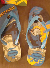 Chinelo Havaianas Com Desenho Do Batman 35/36 Fundo Azul