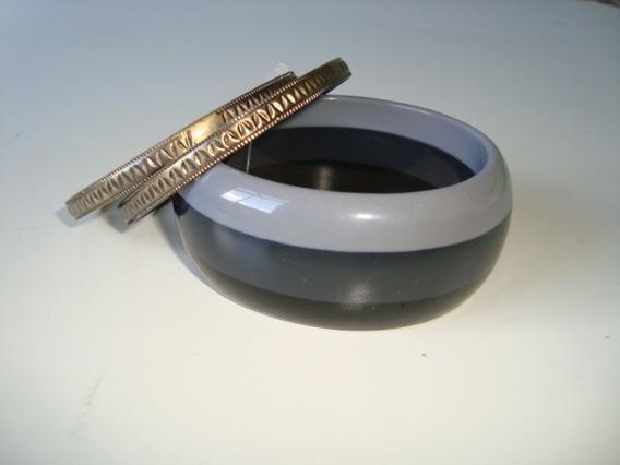 Pulseira Bracelete Em Resina Listrada Cinza