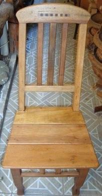 Cadeira De Madeira De Demolição Com Marchetaria - 20112