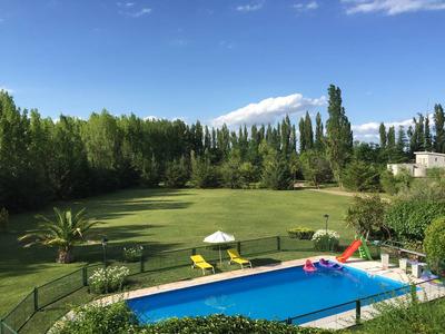 Casa Quinta / Gran Cabaña Con Amplio Parque Y Piscina
