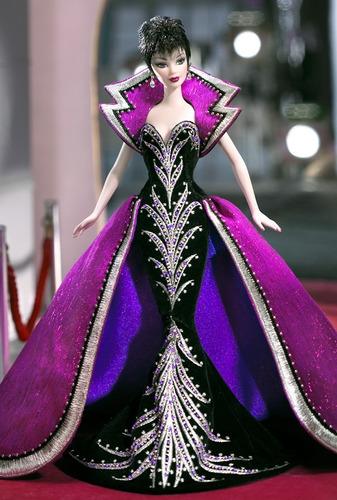 Imagem 1 de 6 de Brunette Brilliance Barbie Doll