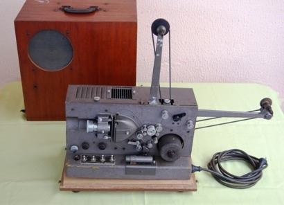 Antigo Projetor 16mm Sonoro Ampl Valvulado Importado U S A
