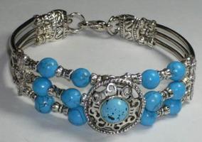 Lindo Bracelete Turquesa Sintetica Em Prata Tibetana