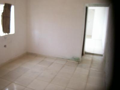 Casa Terrea De Tres Comodos E Tres Banheiros Mais Garagem