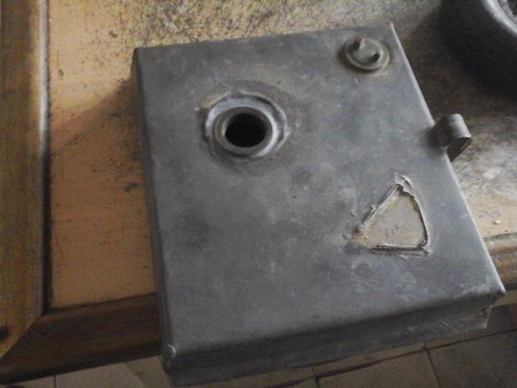 Antiguo Deposito De Combustible Para Farol De Ferrocarril