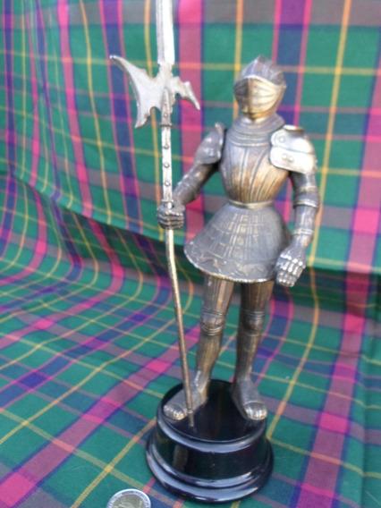 Impresionante Soldado Medieval En Metal Con Armadura