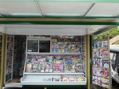 Parada De Diarios Y Revistas