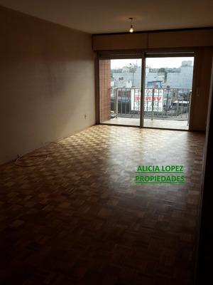 Venta Apartamento En Buceo. Usd 130.000 Mas Saldo Bhu