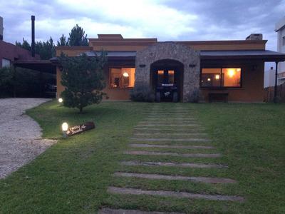 Casa 4 Ambientes Y Dependencias, Cerca Del Mar Residencial 2