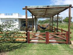 Casa De 3 Ambientes En Lugar Sonado Amplios Espacios Verdes