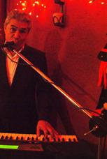 Tecladista Y Cantante De Música Versátil Juan Manuel Esqueda