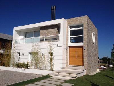 Casa Moderna En Marina De Santa Lucia