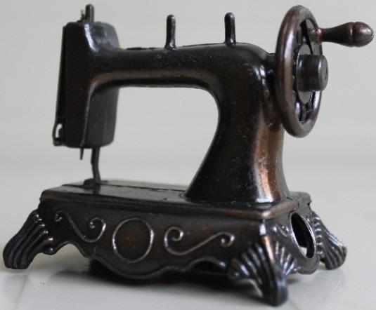 Sacapuntas Antiguo Años 70 Modelo Maquina De Coser Nuevo