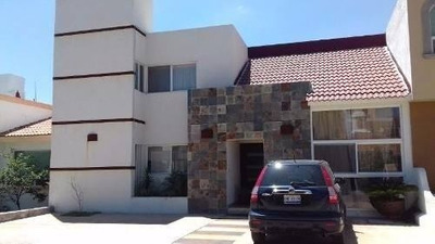 En Pueblo Nuevo, 4 Recámaras, 5 Baños, Estudio, 4 Autos Lujo