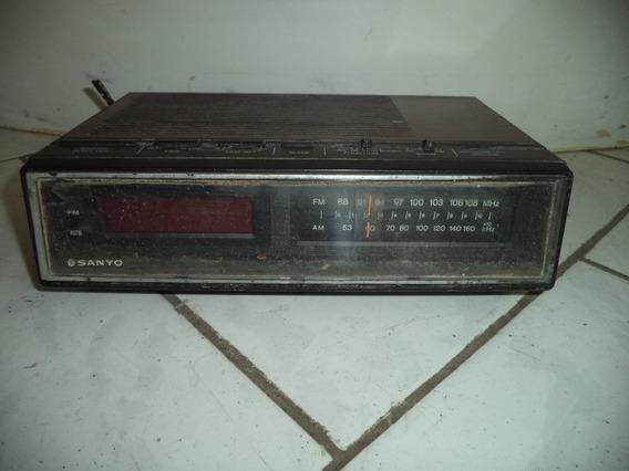 Rádio Relógio Antigo Marca Sanyo/leia