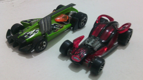Lote X 2 Hot Weels Candy 2001 Y Vulture Roadster 2000 .1/64