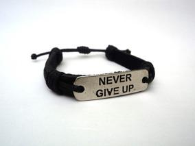 Pulseira Masculina Couro Preta Never Give Up / Nunca Desista